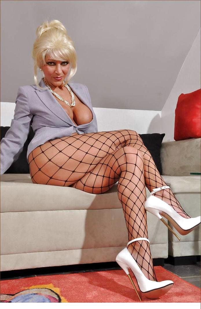 High heels busty mature women gallery