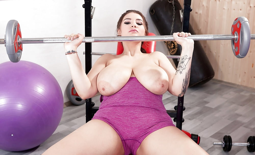 Amature girls lifting weights naked — pic 1