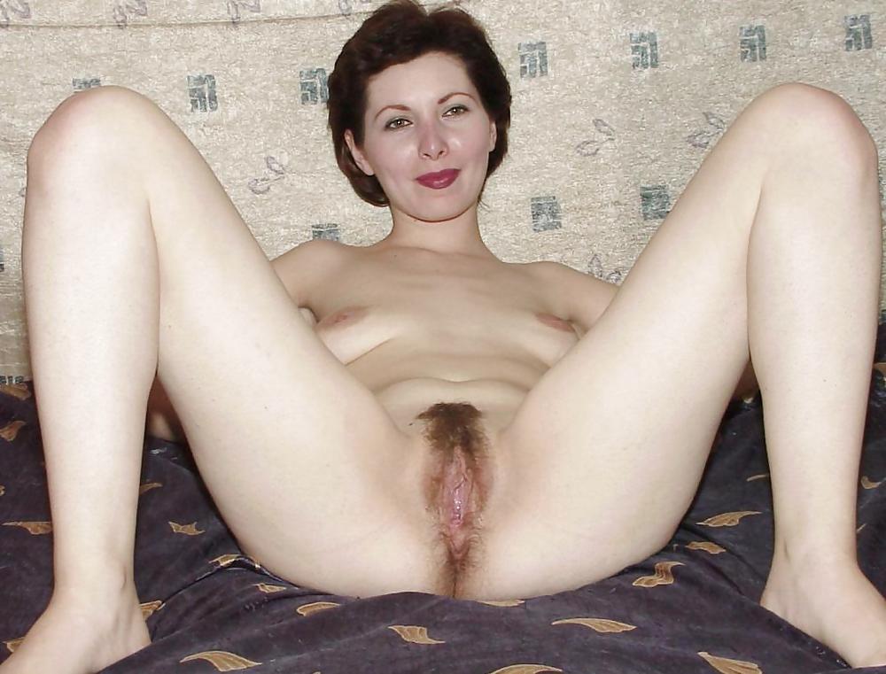Соседка с голой пиздой