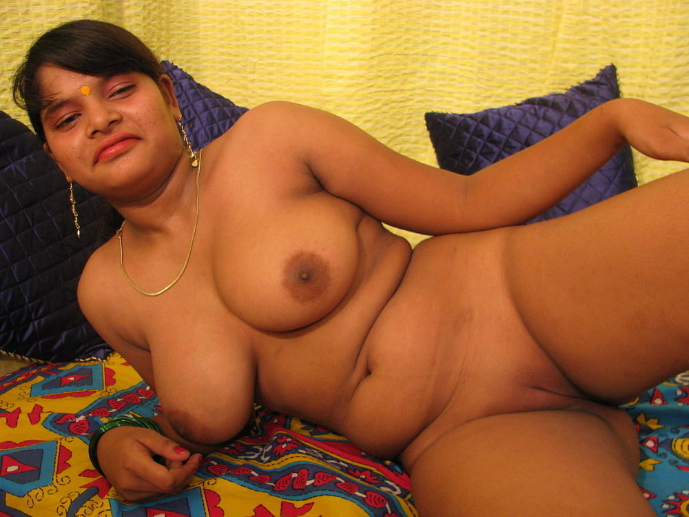Pretty nude indian women private bedroom photo collection