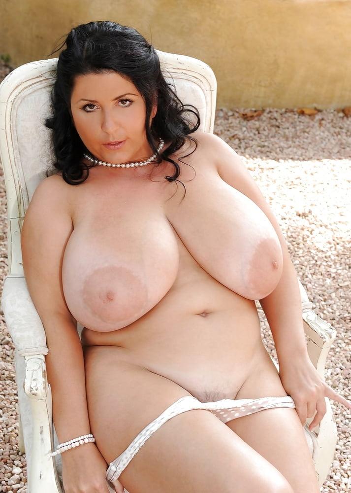 Mature big titties curvy celeb sex videos