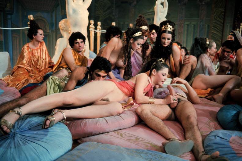 Самые развратные сцены, фильм трахают баронессу