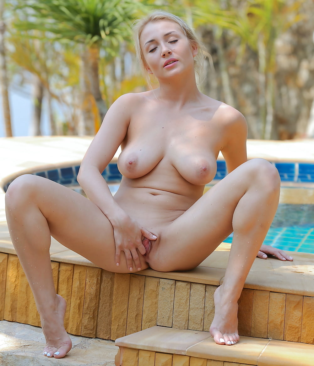 Isabella D Fingers Shaved Pussy By The Pool