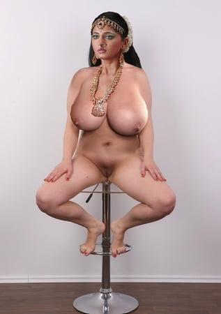 Anuska in bikini