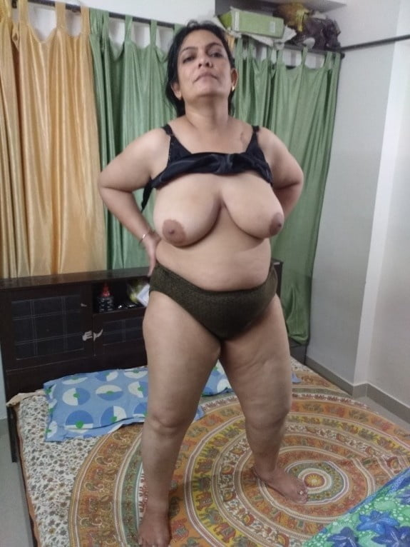 Beautiful sexy aunty