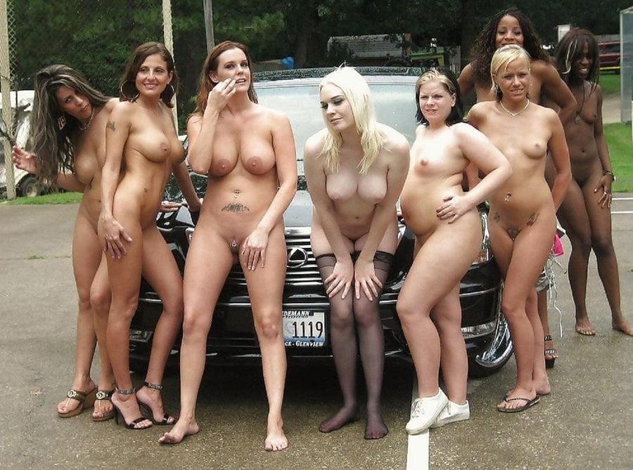 фото голой девушки на фоне толпы мужиков красивые девочки