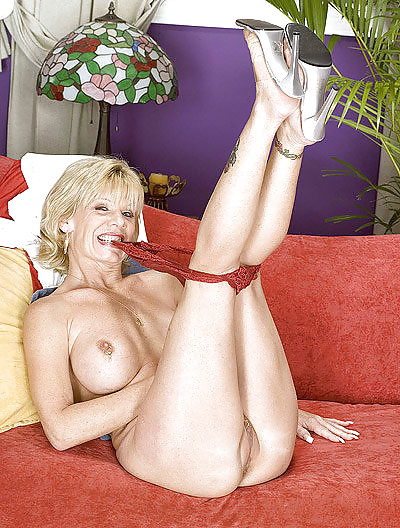 sahara-pornstar-something-mag-picture-of-natasha-henstridge-bikini