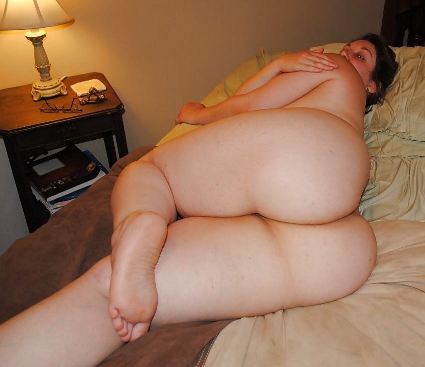 Bbw naked on bed — pic 4