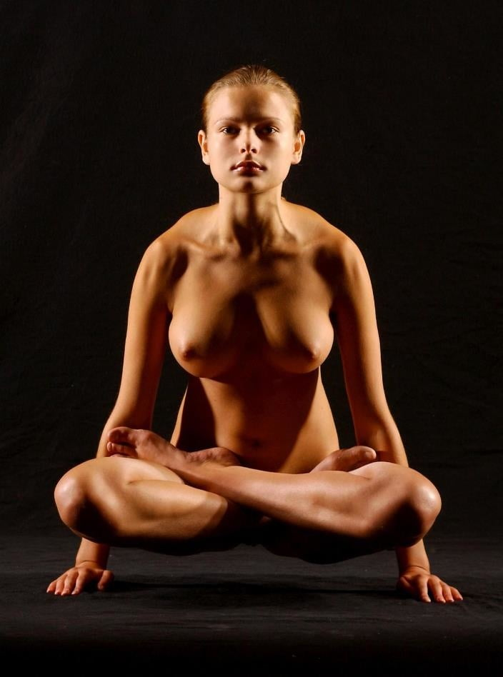 eroticheskie-foto-russkih-devushek-yoga-zrelaya-skrito-masturbiruet