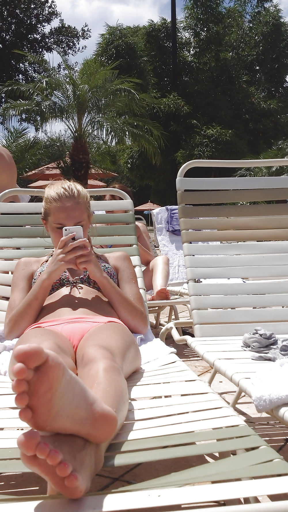 LS island nude girls photos