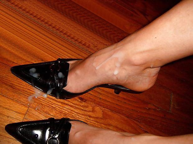 Ебут накончал в туфли