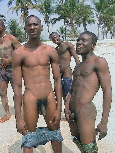 foto-golih-afrikanskih-parney-obkonchal-litso-na-ulitse