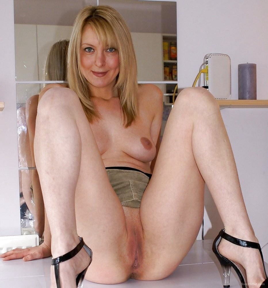 shaved-nude-sexy-mom