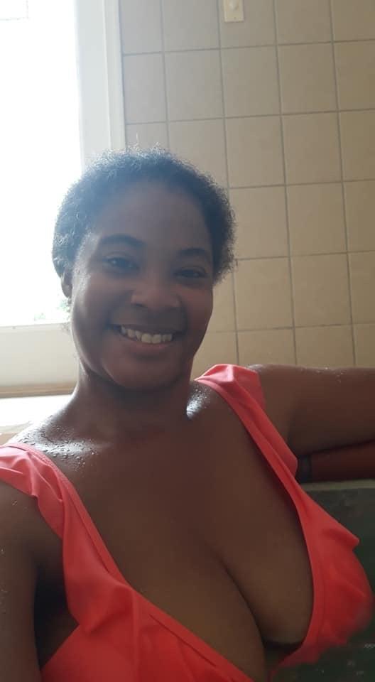 Ebony mom nude