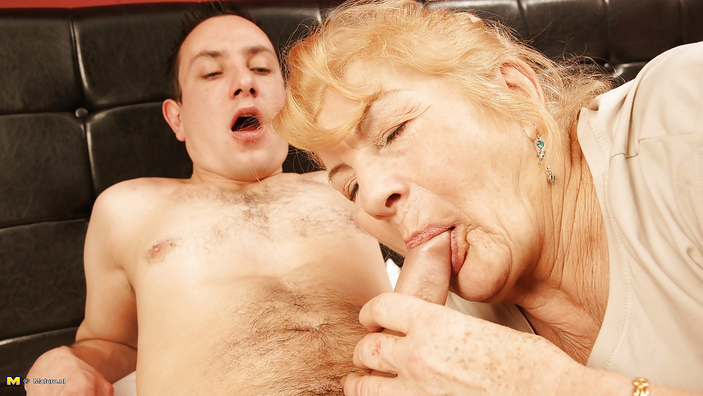 mom-materbating-mature-women-with-young-men-models