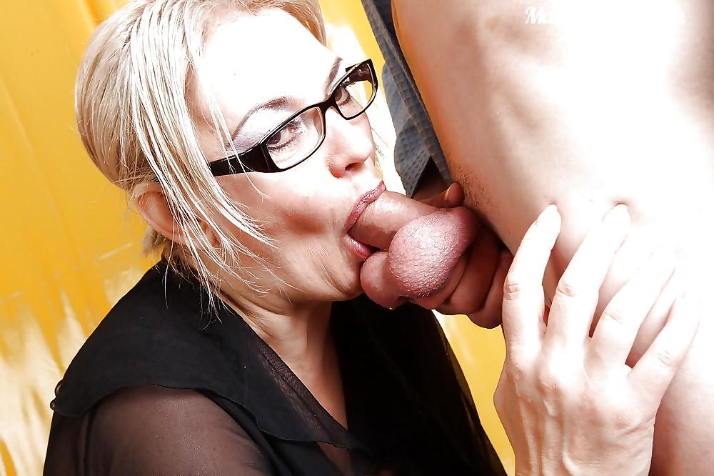 Mature deep throat swallow
