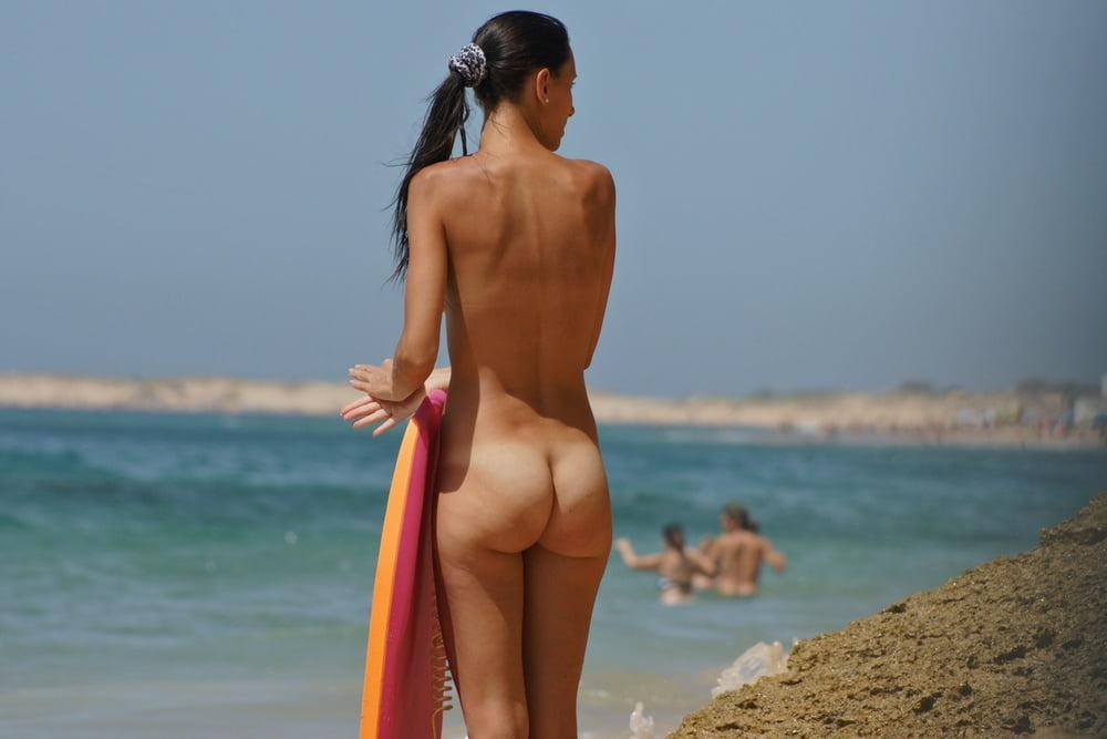 massage-beach-jogging-nude-girls