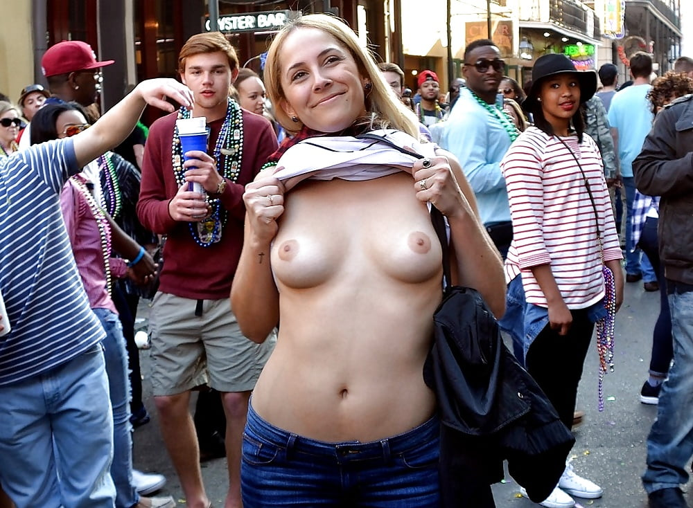 Perfect boobs flashed in public