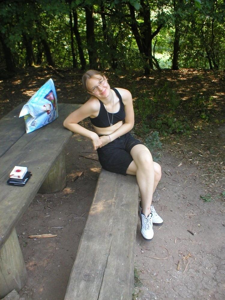 Nina makes good food- and blowjob - 125 Pics