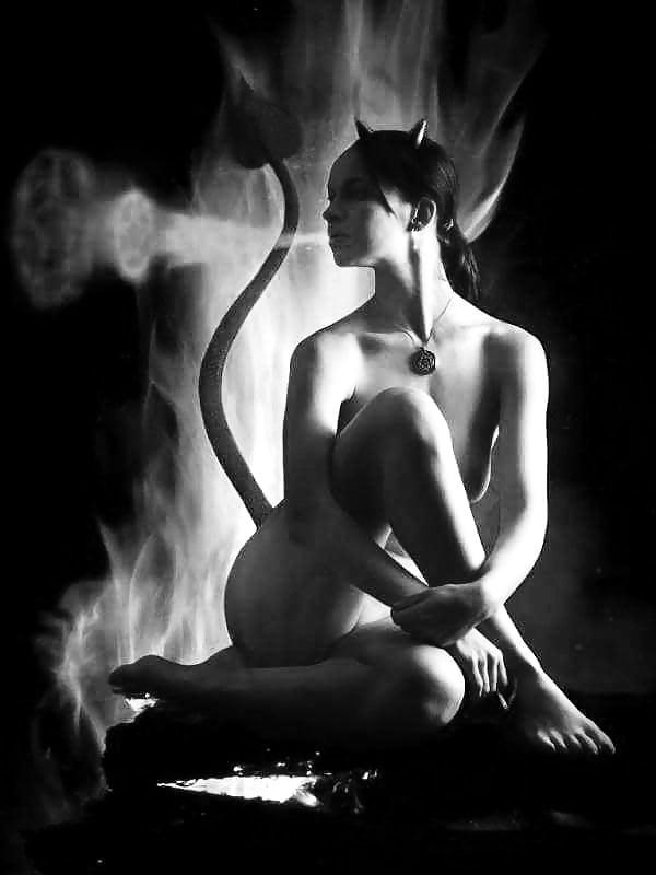 Nude girls smoking pics