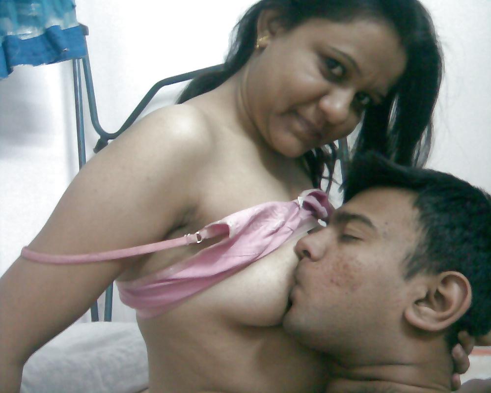 Sexy Gujarati Girl Sex Scandal