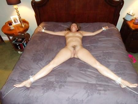 Teens Schlafen Nackt Im Bett Bilder