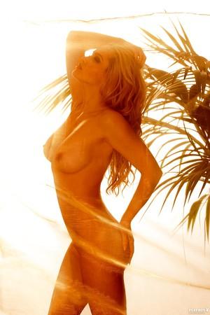 Nackt angelina hwger Angelina Heger