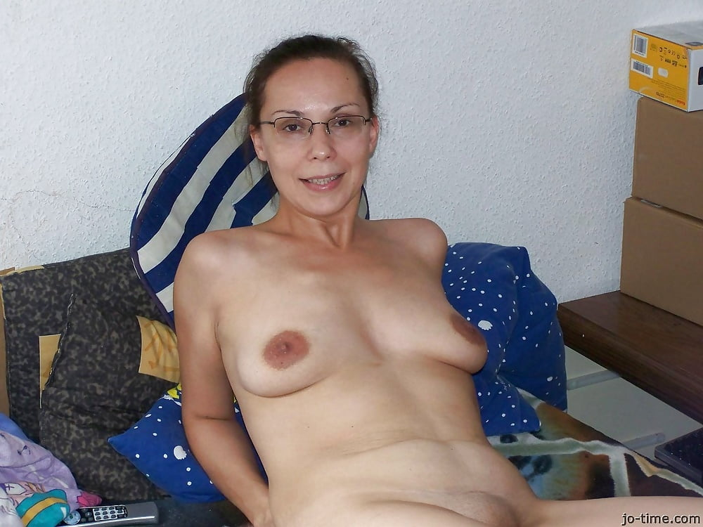 Busty mature women in glasses nude photos