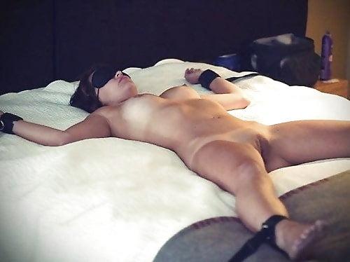 girls-blindfolded-nude-sex