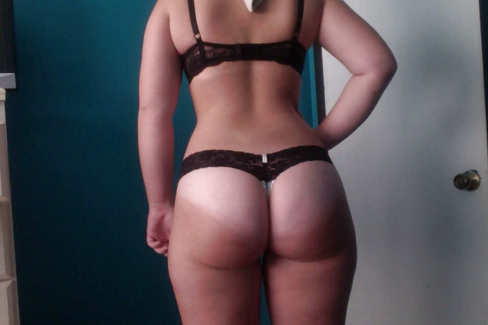 Pawg tan lines