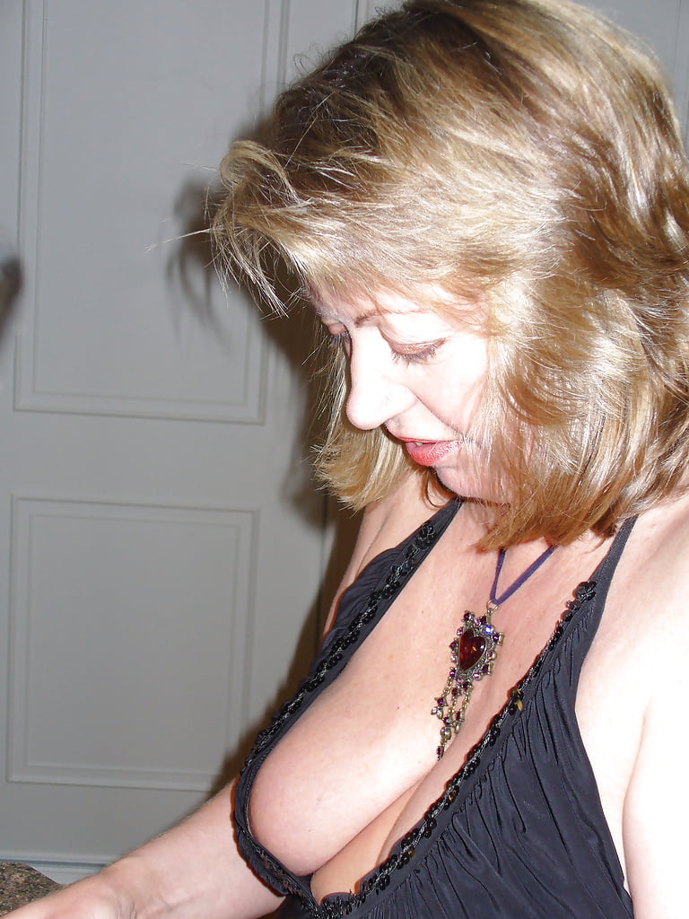 Donnell nip mature cleavage pics tits slapped porn