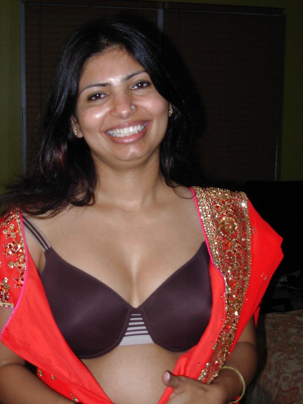Hot indian girl huge boobs show