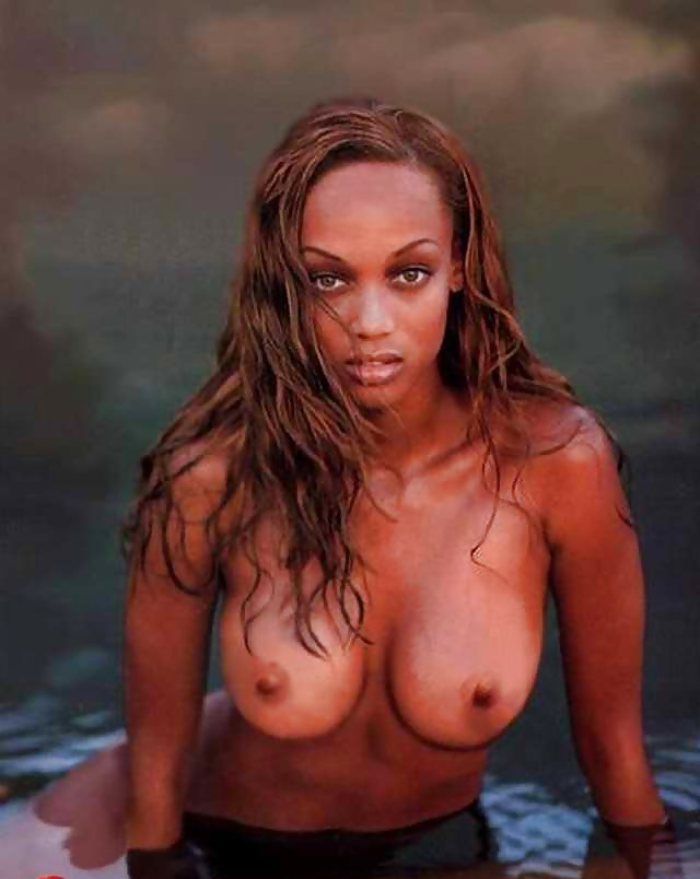 tyra-banks-half-naked-free-ass-fingering-blonde-pics