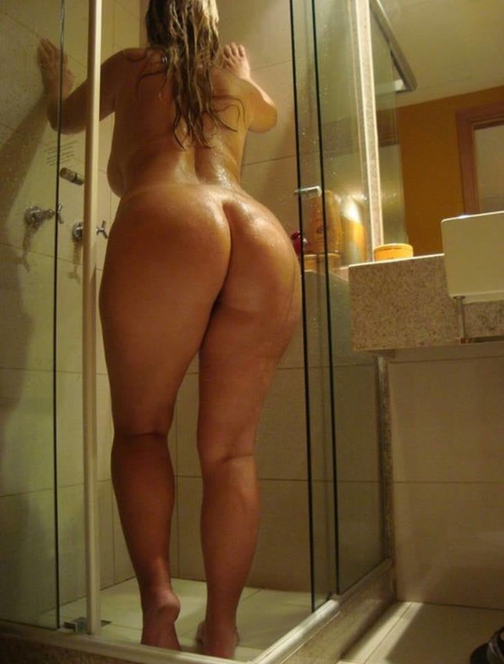 Nude girl with thick ass — pic 4