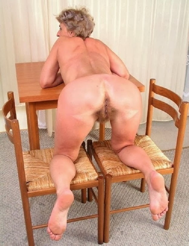 Mature granny ass posing nude