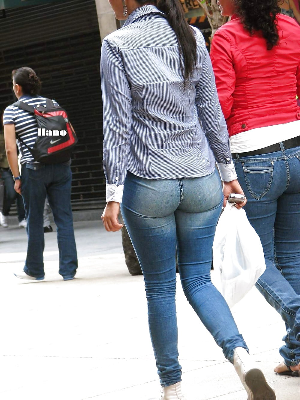 candid-ass-jeans-shaven-fat-pussy