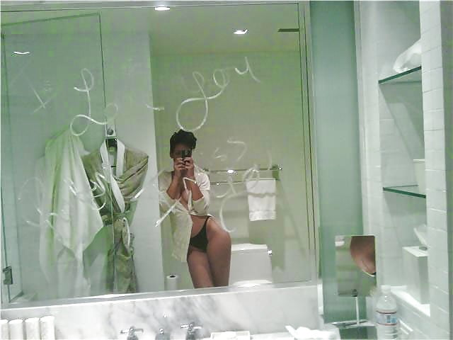 Rihanna nude images