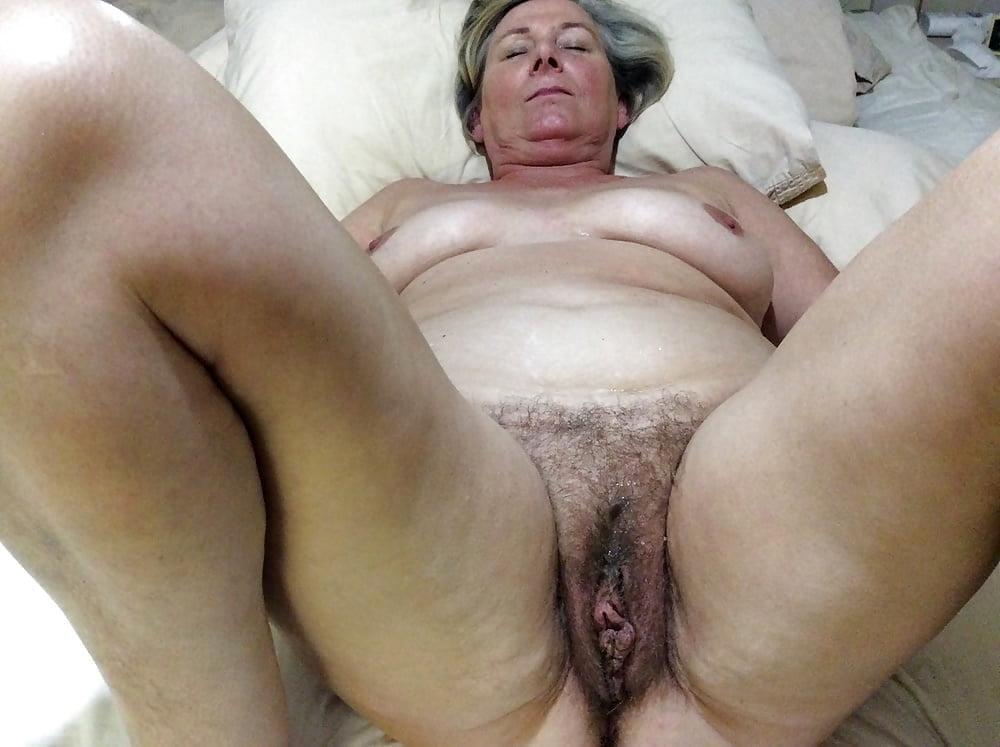 Schlampe Oma Brustwarzen Orgasmus