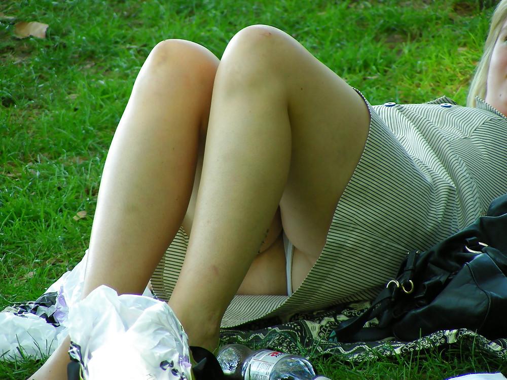 подглядывание под юбку за пьяными два сумка