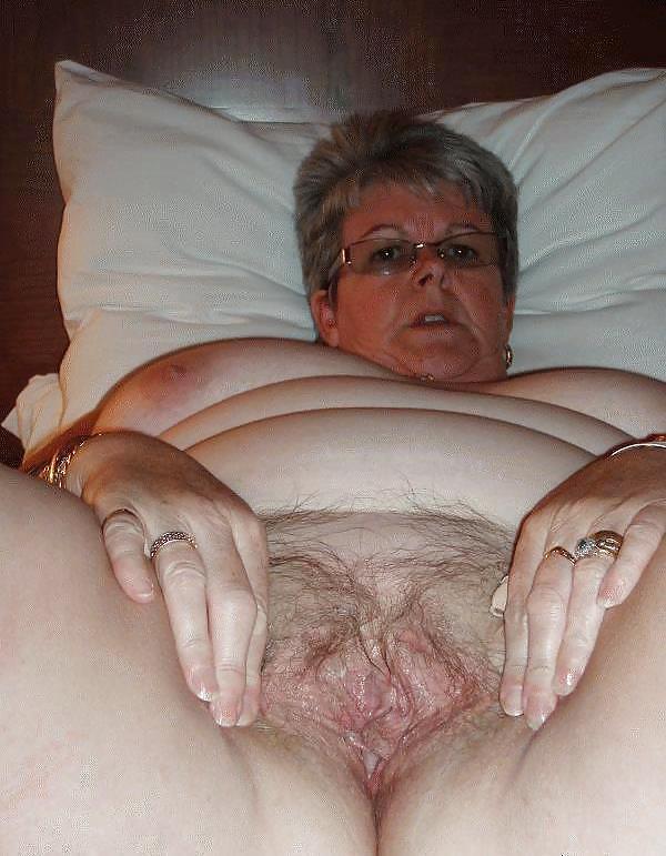 часто толстые старые женщины моют вагины немного своеобразным