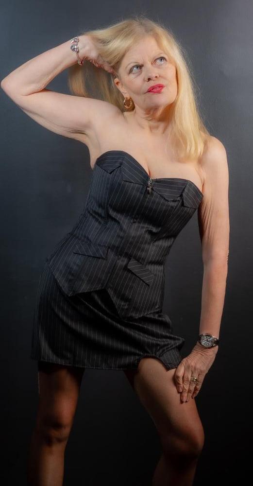 Sexy as fuck GILF Slut - 40 Pics