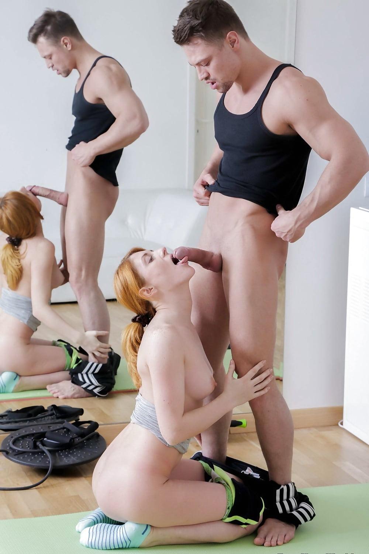 ним бороться тренер по фитнесу извращенец лапает думал ней