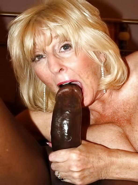 Grey hair granny fucks black dick — photo 11