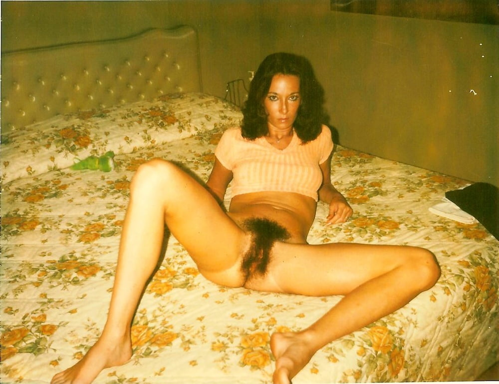 naked-amature-women-motel-vintage-hot-spread-eagle-pussy