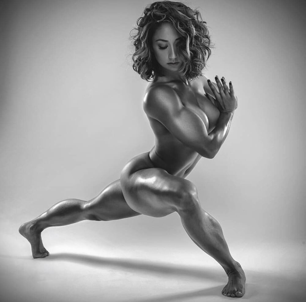 Athletic nude fitness bodybuilding photography