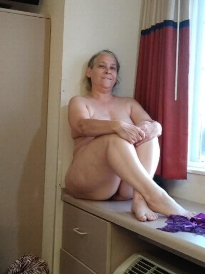 62 year old grey hair granny waiting in hotel - 5 Pics