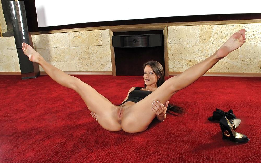 осталась сексуальном порно девушки с широко раздвинутыми ногами фотогалерея фото