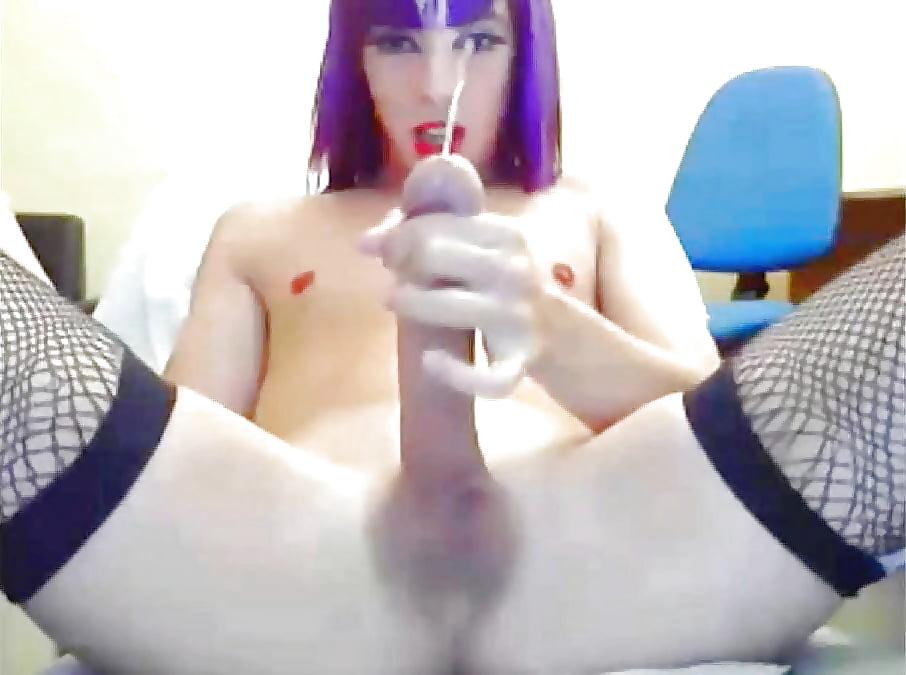 Трансвестит перед камерой порно мамочка