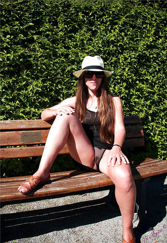 upskirt panties voyeur outdoor amateur wives unterm rock