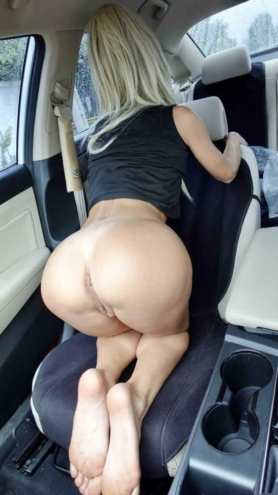 Free Photos of Nude Girl in the Car - 9 Pics